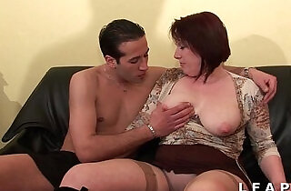 BBW Maman cougar deboitee fistee sodomisee DP facialisee pour son casting