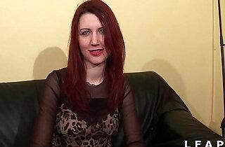 Jolie rouquine aux petits seins sodomisee et facialisee pour son casting porno