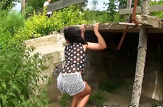 Babe pissed on outdoors