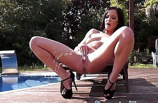 Glamour babe masturbating outdoors
