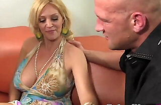 Big Boobed MILF And Slutty Teen Sharing Fat Cocke seduced HD