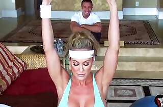 Brandi Love screams shouts as her gym lover rams her MILF cunt