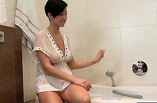 Busty Brunette Rubs Pussy In Bath Tub