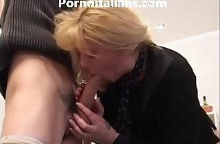 Bionda matura moglie bagnata e vogliosa di cazzo pompino gustoso