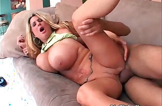 MILF with natural boobs gets wet cunt