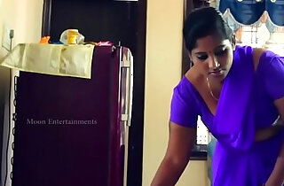 desimasala.co Young aunty boob grab romance with her neighbour