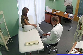 Doctor gets his hot patient to undress