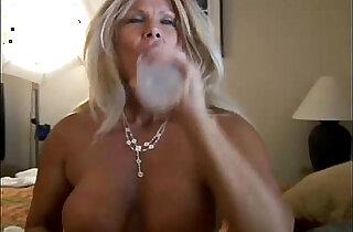 Ravishing mature loves to fuck younger guys